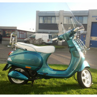 Vespa LX -  FlyBy Customs gespoten - 4t